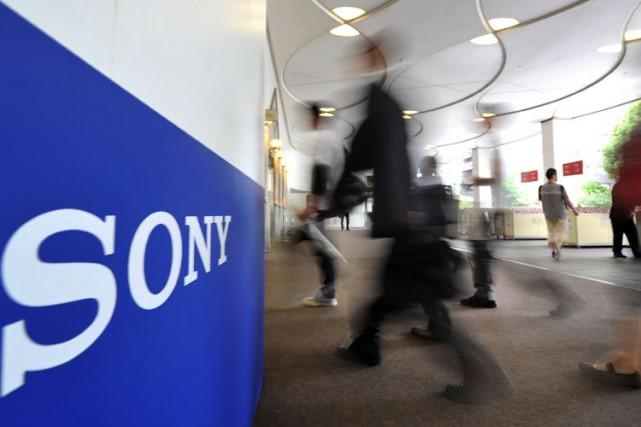Sony a annoncé jeudi son intention de fermer ses 14 magasins au Canada d'ici... (PHOTO: ARCHIVES AFP)