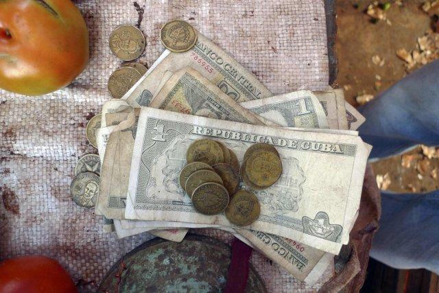 Actuellement, le peso convertible vaut quelque 25 pesos... (Photo Desmond Boylan, Reuters)