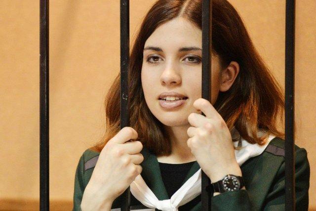 Nadejda Tolokonnikova purge avec une autre jeune femme... (PHOTO MAKSIM BLINOV, ARCHIVES AFP)