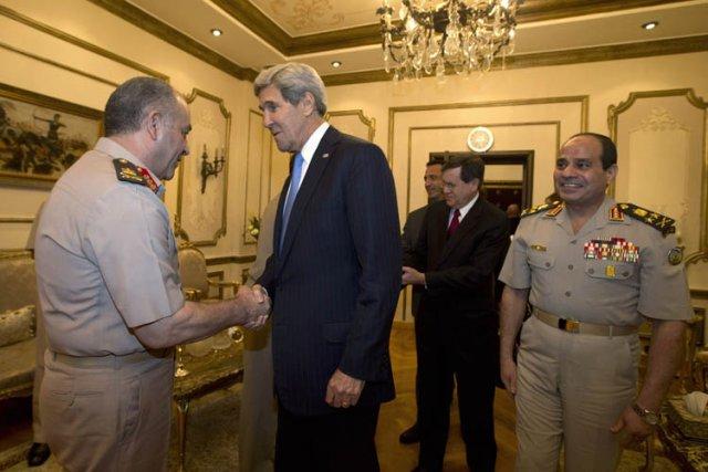 John Kerry a rencontré dimanche l'homme fort de... (Photo: AFP)