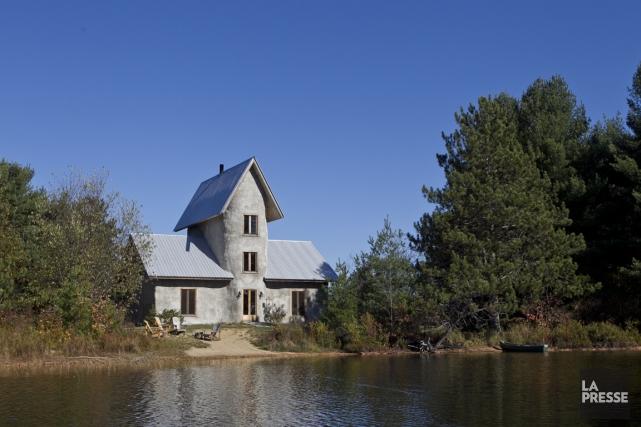 Domaine solisterra chalets de paille louer carole thibaudeau projets immobiliers for Construire sa maison sur un terrain agricole