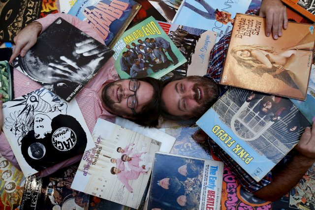 Amoureux de disques vinyles Jean-Baptiste Duvignaud et Martin... (Le Soleil, Yan Doublet)