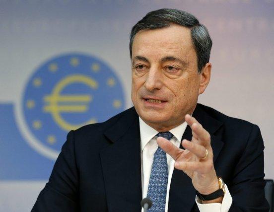 Le président de la BCE, l'Italien Mario Draghi,... (Photo Michael Probst, AP)