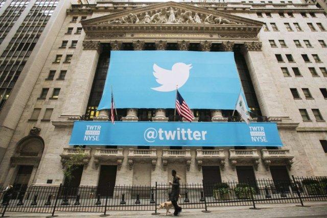 Une affiche de Twitter devant la Bourse de... (PHOTO LUCAS JACKSON, REUTERS)