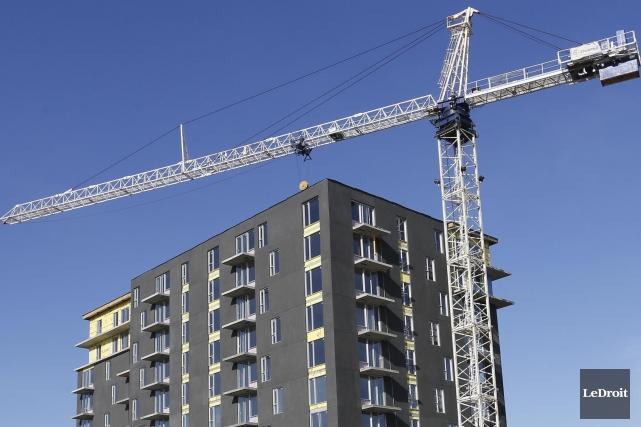 Les mises en chantier d'habitations ont augmenté au Canada le mois dernier,... (Photo Archives Le Droit)