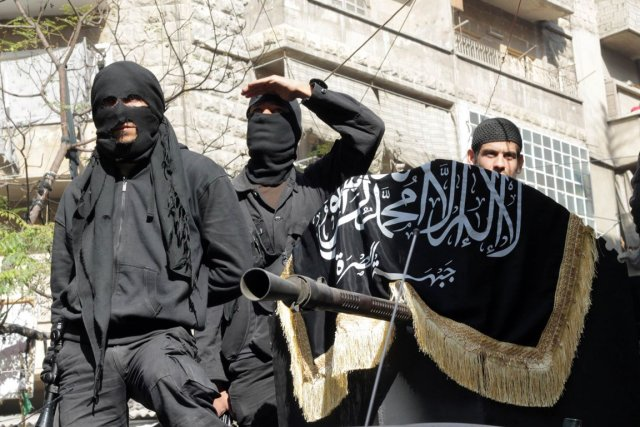 Des combattants islamistes du Front al-Nosra à Alep,... (PHOTO KARAM AL-MASRI, ARCHIVES AFP)