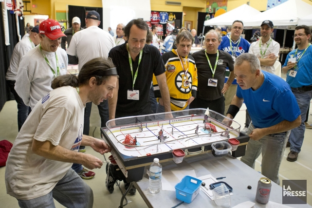 Le hockey sur table est une compétition très... (Photo Robert Skinner, La Presse)