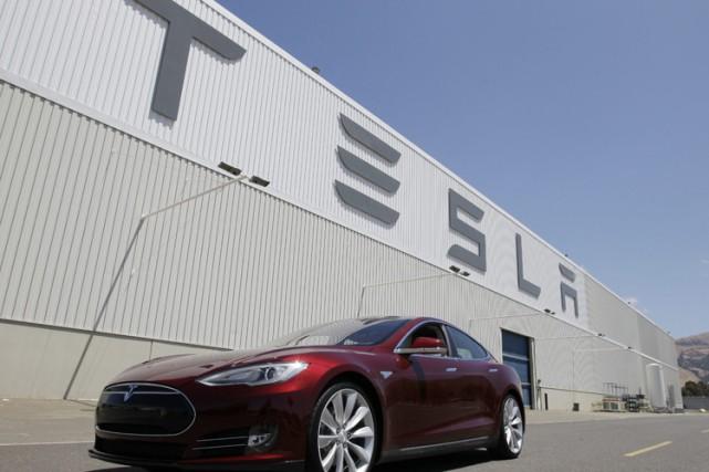 Le fabricant américain de voitures électriques haut de gamme Tesla a enregistré... (Photo d'archives, AP)