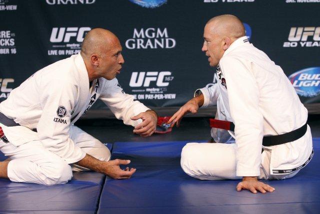 L'UFC avait une surprise pour Georges St-Pierre (à... (Photo Sam Morris, Las Vegas Sun)