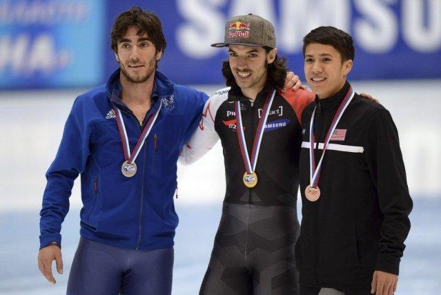 Charles Hamelin (au centre) a décroché une troisième... (PHOTO VASILY MAXIMOV, AGENCE FRANCE PRESSE)