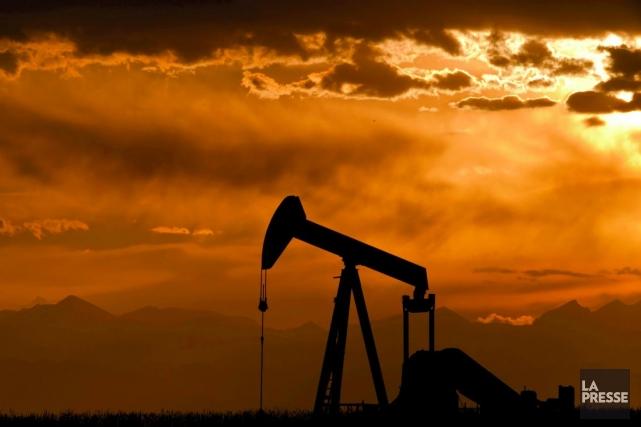 Les cours du pétrole ont clôturé en léger recul lundi à New York, le marché... (Photo Archives La Presse)