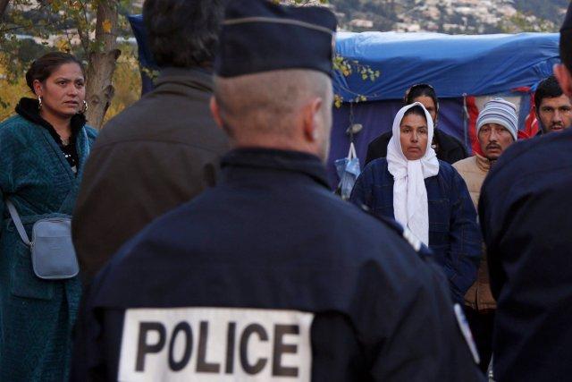 Des familles lors d'une opération d'évacuation de la... (PHOTO ÉRIC GAILLARD, archives REUTERS)