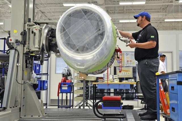 L'industrie aérospatiale canadienne a vu ses profits chuter de plus de moitié -... (PHOTO MARK ELIAS, ARCHIVES BLOOMBERG)