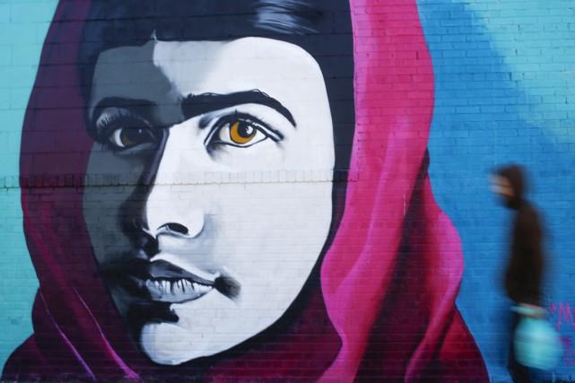 Un portrait deMalala, qui fait campagne contre la... (PHOTO SHANNON STAPLETON, REUTERS)