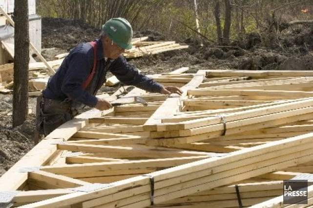 Les entrepreneurs ont obtenu pour 6,8 milliards de dollars de permis de bâtir... (Photo Armand Trottier, Archives La Presse)