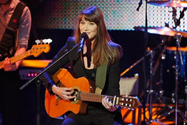 La chanteuse Carla Bruni... (PHOTO MARKUS SCHREIBER, ARCHIVES REUTERS)