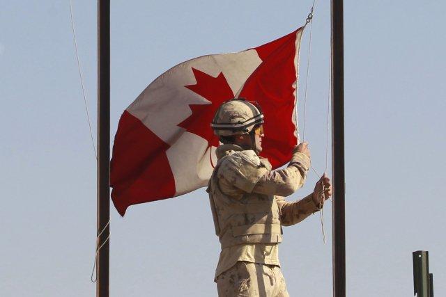 Le dernier contingent de militaires des Forces armées canadiennes (FAC)... (PHOTO ARCHIVES REUTERS)