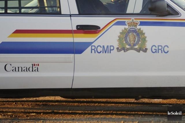 Selon la GRC, cinq policiers qui discutaient avec... (Photothèque Le Soleil)
