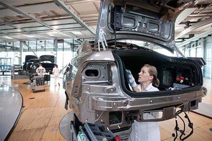 L'affaiblissement du secteur manufacturier devrait contraindre la Banque... (Photo archives AFP)