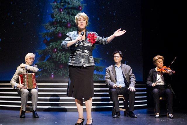 L'imitation de Pauline Marois par Suzanne Champagne est... (Photo: fournie par le Théâtre du Rideau Vert)