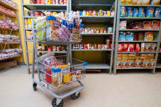 De plus en plus de nouveaux clients se présentent dans banques d'alimentaires... (PHOTO D'ARCHIVES)