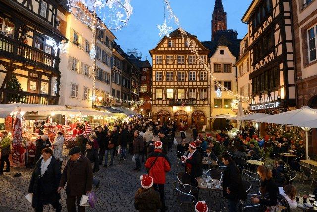 Le marché de Noël de Strasbourg est l'un... (Photo PATRICK HERTZOG, AFP)