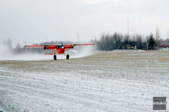 Les opposants à l'aérodrome de Neuvillevoient d'un bon... (Photothèque Le Soleil)