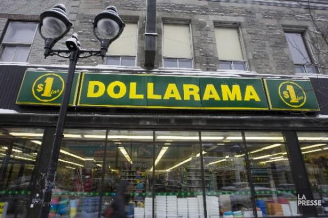 Les consommateurs qui magasinent chezDollarama (T.DOL)... (Photo François Roy, archives La Presse)