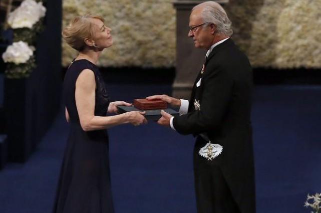 Jenny Munro reçoit le Nobel de littérature au... (Photo: AP)