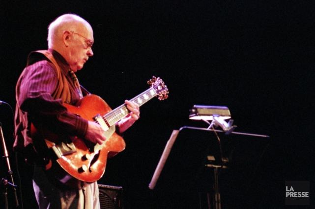 Le guitariste Jim Hall lors d'un concert au... (Photo Patrick Sanfaçon, archives La Presse)