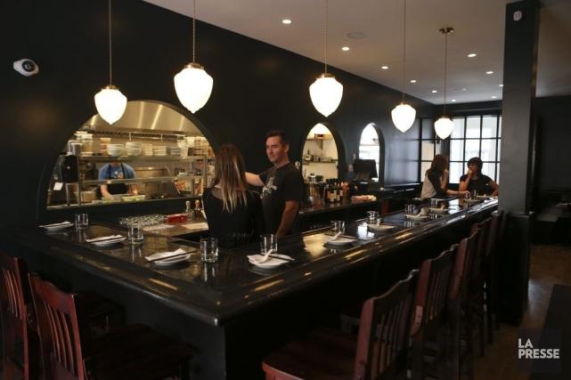 Le bar accueille les gourmands sur le pouce,... (PHOTO MARTIN CHAMBERLAND, LA PRESSE)