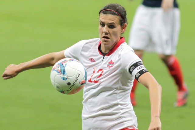 Christine Sinclair, la meilleure joueuse canadienne à l'heure... (Photo Eraldo Peres, AP)