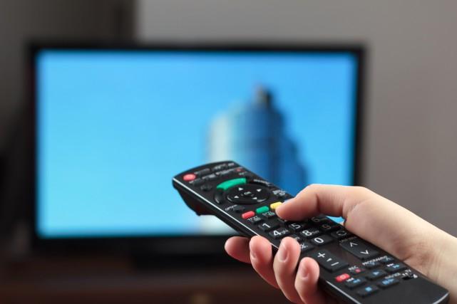 Les téléspectateurs américains regardent de plus en plus leurs émissions... (PHOTO DIGITAL VISION/THINKSTOCK)