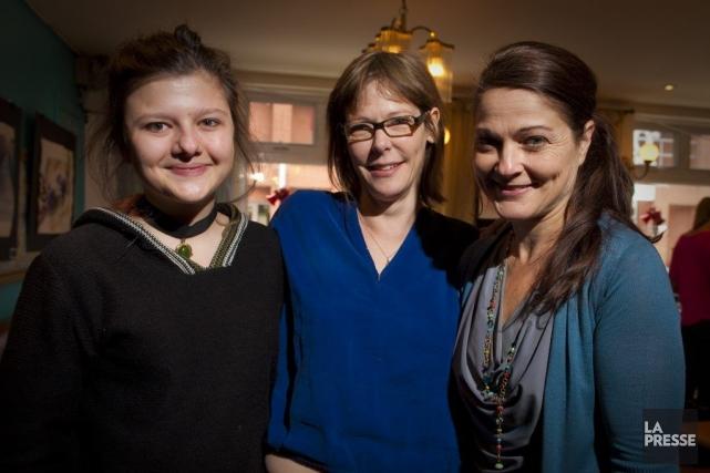 La réalisatrice Pascale Ferland entourée des comédiennes de... (PHOTO ANDRÉ PICHETTE, LA PRESSE)