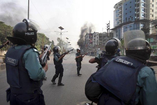 Au moins 24 personnes ont été tuées dans... (Photo Suvra Kanti Das, AP)