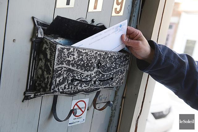 Postes Canada avait annoncé fin 2013 sa décision... (PHOTO PATRICE LAROCHE, ARCHIVES LE SOLEIL)