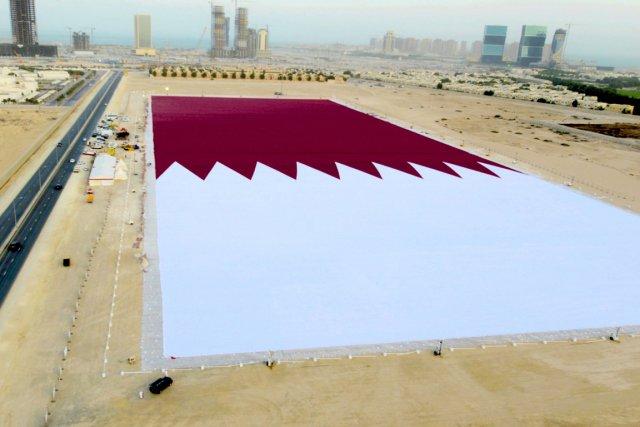 Le qatar d ploie le plus grand drapeau du monde insolite for Maison du monde qatar