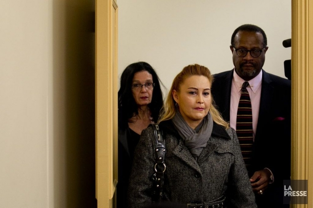 La mère de Fredy Villanueva (au centre)a très... (PHOTO MARCO CAMPANOZZI, LA PRESSE)