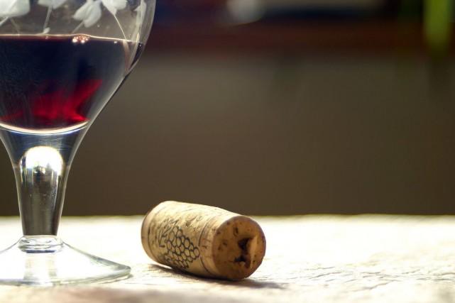 La consommation de vin s'est légèrement tassée dans le monde en 2013, selon... (Photos.com)