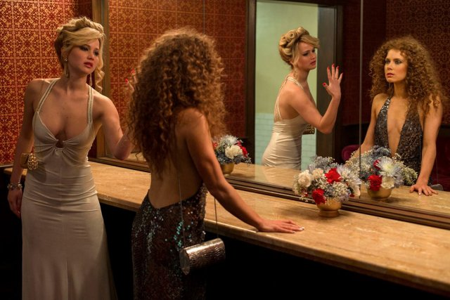 Jennifer Lawrence et Amy Adams dans American Hustle.... (Photo: fournie par Columbia Pictures)