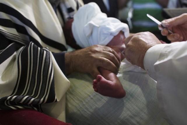 L'Organisation mondiale de la santé (OMS) recommande la... (Photo Reuters)
