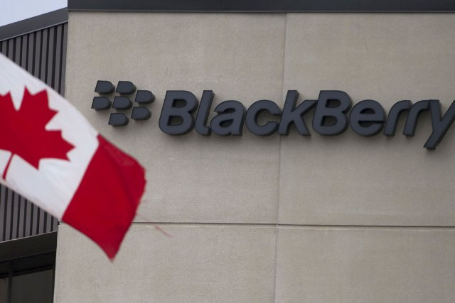 Aux prises avec des défis financiers importants, BlackBerry (T.BB)... (Photo Geoff Robins, La Presse Canadienne)