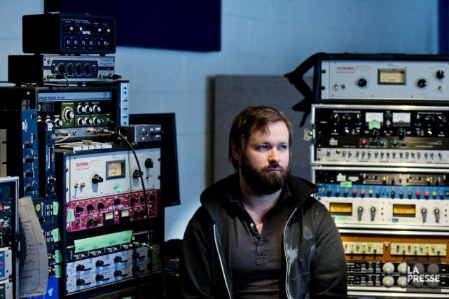 Philippe Brault dans son studio de Montréal.... (PHOTO MARCO CAMPANOZZI, LA PRESSE)