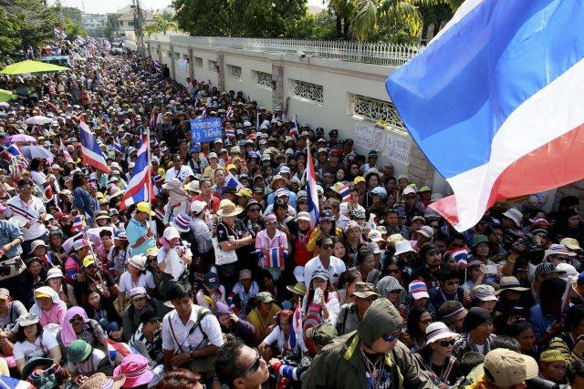Ils étaient plus de 110 000 selon une... (Photo Wason Wanichakorn, AP)