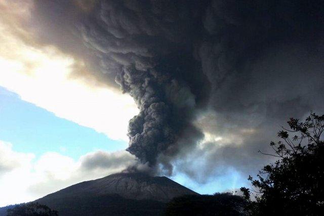 Situé sur la «ceinture de feu du Pacifique»,... (Photo Hector Garay, AFP)