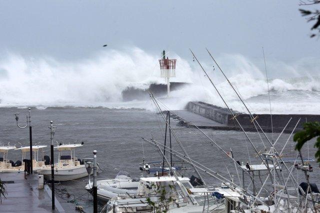 Le cyclone tropical Bejisa a commencé à s'éloigner durant la nuit de... (Photo AFP)