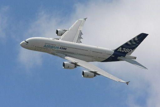 Emirates a passé une commande de 50 A380... (Photo AFP)