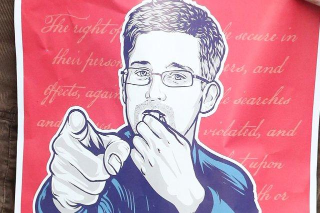 Edward Snowden est inculpé d'espionnage par la justice... (Photo AFP)