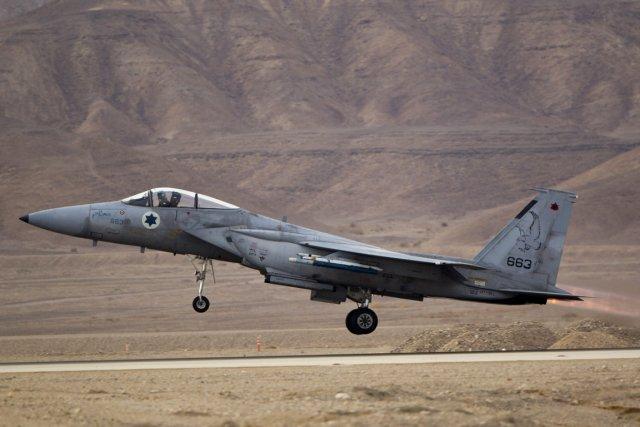 Un F-15 de larmée israélienne.... (PHOTO ARIEL SCHALIT, ARCHIVES AP)