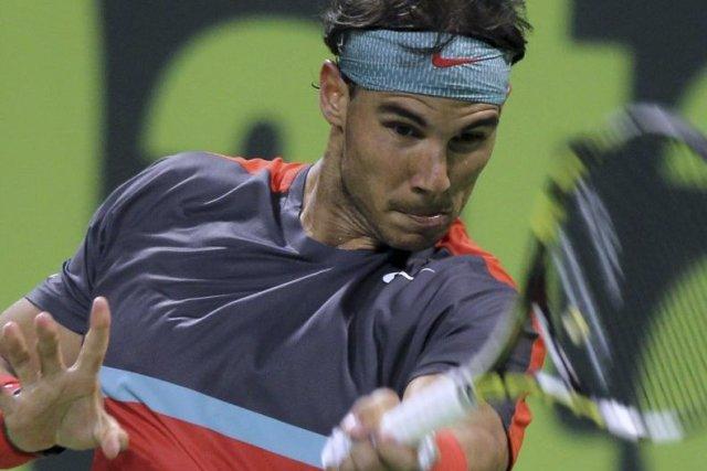 Rafael Nadal renvoie la balle à Peter Gojowczyk... (Photo Osama Faisal, AP)